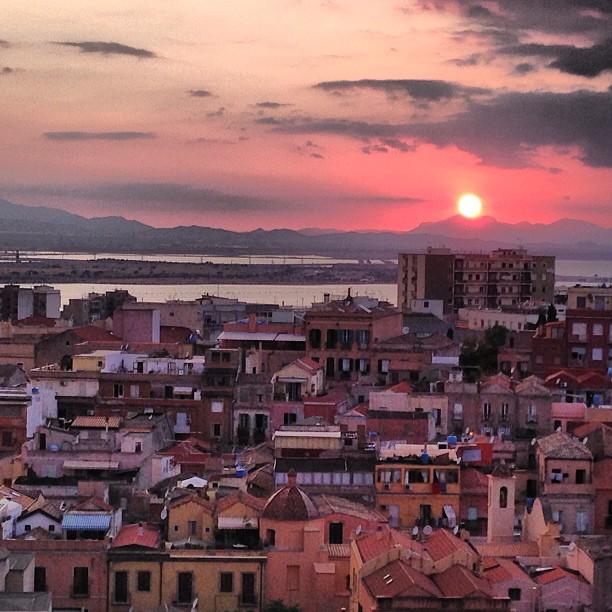 Tramonto dal Bastione di Santa Croce  #bastione #santacroce #cagliari #casteddu #sardegna #sardinia #italy #italia #hipstamatic #picoftheday #instagood #photooftheday #instamood #iphonesia #instaitalia  #igersardegna #igersitalia #poldo_