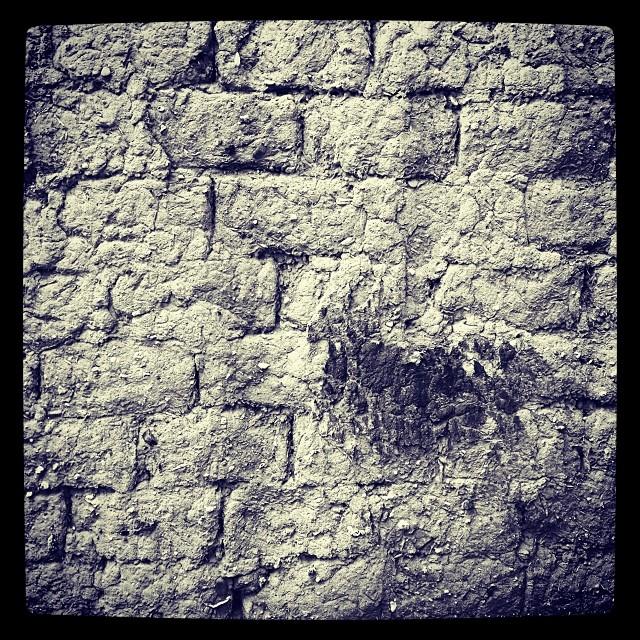 Old wall  #sardegna #sardinia #italy #italia #hipstamatic #picoftheday #instagood #photooftheday #instamood #iphonesia #instaitalia  #igersardegna #igersitalia #poldo_