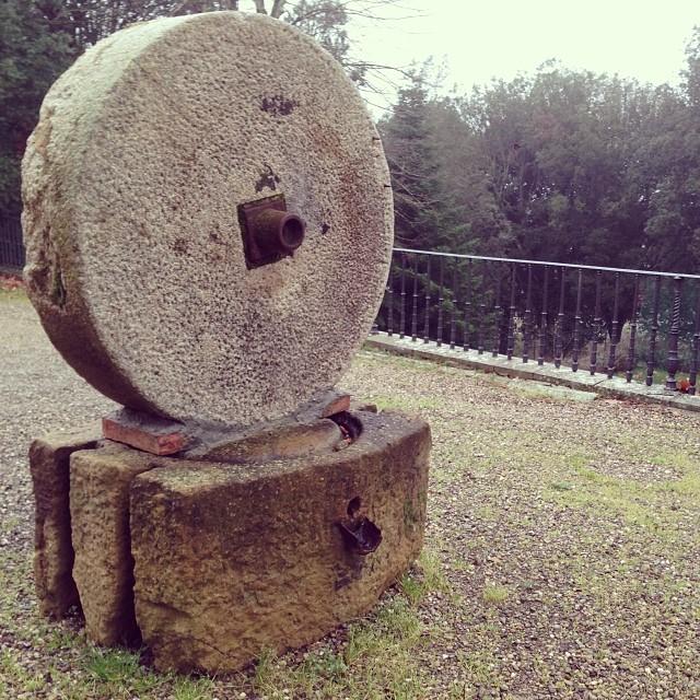 Una mola  #monteriggioni #siena #toscana #tuscany #mola #pietra #stone  #italy #italia #hipstamatic #picoftheday #instagood #photooftheday #instamood #iphonesia #instaitalia  #igersitalia #poldo_