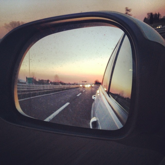 Rosso di sera  #mirror #specchietto #rosso #red #autostrada #tramonto #sunset  #italy #italia #hipstamatic #picoftheday #instagood #photooftheday #instamood #iphonesia #instaitalia #igersitalia #poldo_