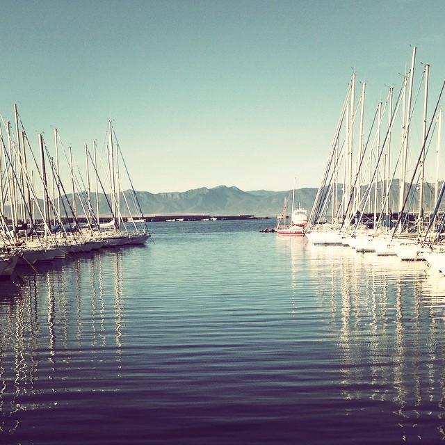 E lo chiamano autunno.<br /><br /> #autumn #autunno #molosantelmo #barche #sails #porto #harbor #cagliari #casteddu #sardegna #sardinia #italy #italia #hipstamatic #picoftheday #instagood #photooftheday #instamood #iphonesia #instaitalia #igersardegna #igersitalia #poldo_